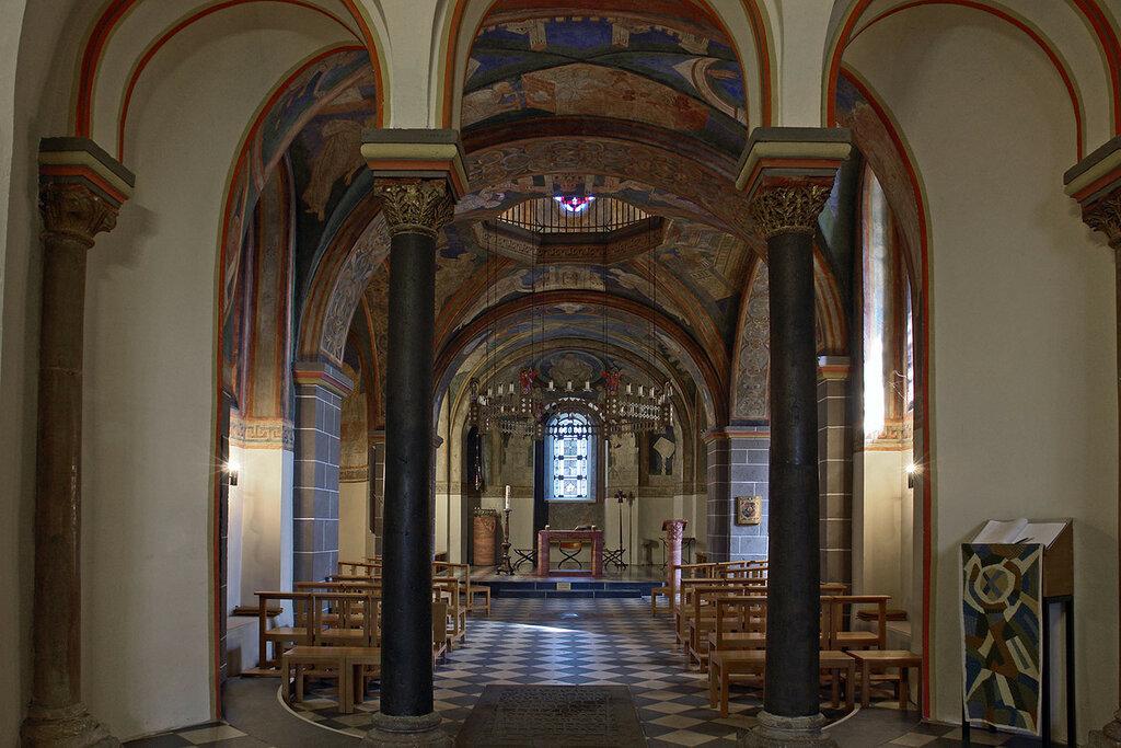 Bonn_schwarzrheindorf_doppelkirche_unterkirche_innen.jpg
