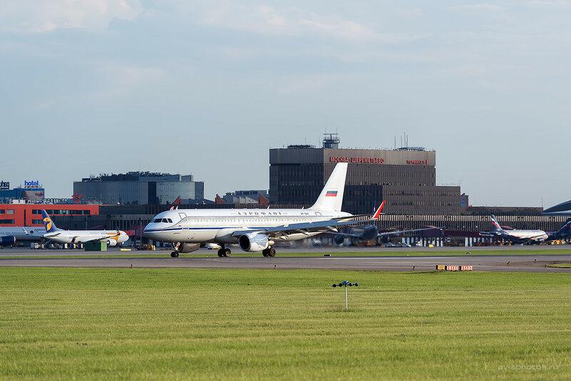 Airbus A320-214 (VP-BNT) Аэрофлот D809389a