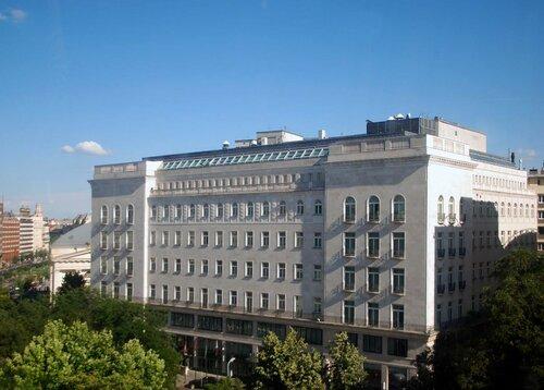 Здание страховой компании Адрия