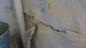 В Кишиневе строительство мансарды привело к трещинам в доме