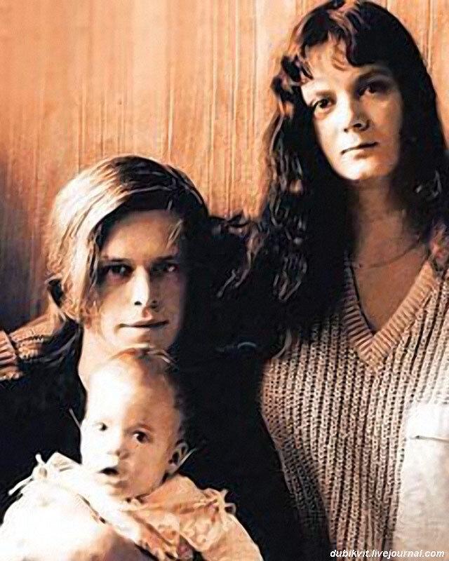 1139 Начало 80-х. Гребенщиков с Людмилой и сыном Глебом.jpg