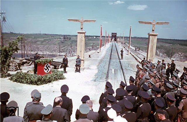 открытие моста через Днепр в Запорожье, август 1943.jpg