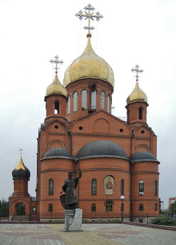 Владимир, креститель Руси у Знаменского кафедрального собора.