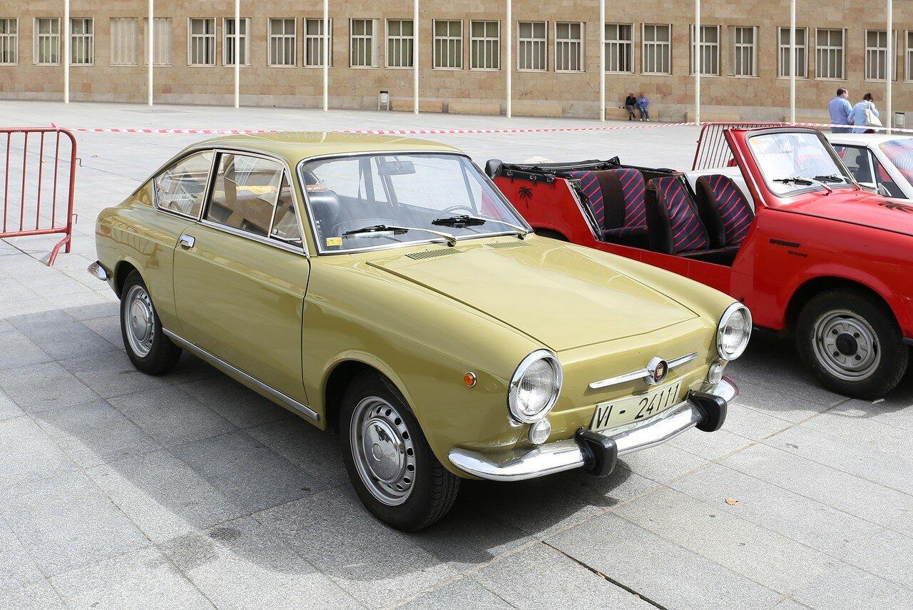 Парад ретроавтомобилей в Логроньо. SEAT 850 Coupe