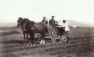 Руски офицери на път за Плевен, 1877 г.