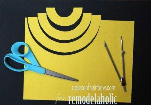 Жёлтый светильник из бумаги