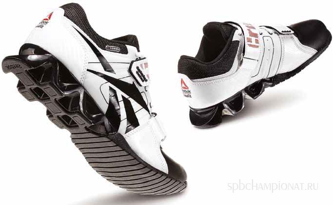 Для несложных занятий спортом можно приобрести универсальные кроссовки с прорезиненной по кругу жесткой подошвой