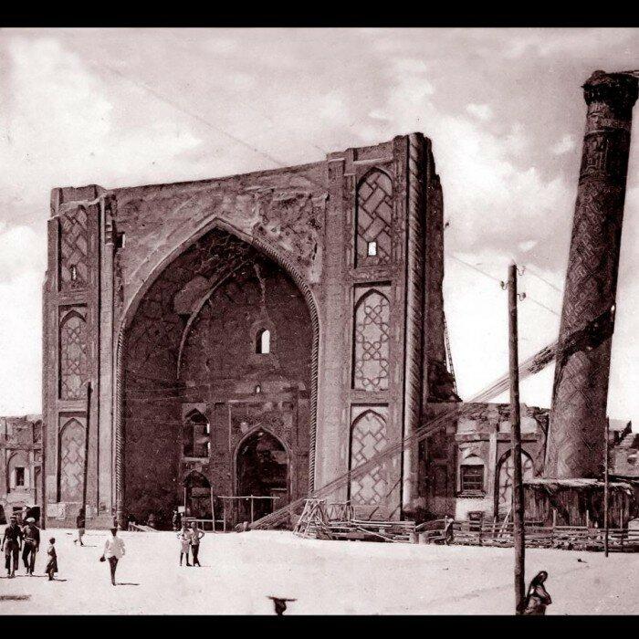 1920е Ulugh Beg Madrasa.jpg