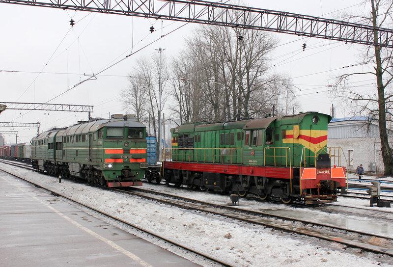 2ТЭ116-1385 и ЧМЭ3-5916 на станции Кушелевка