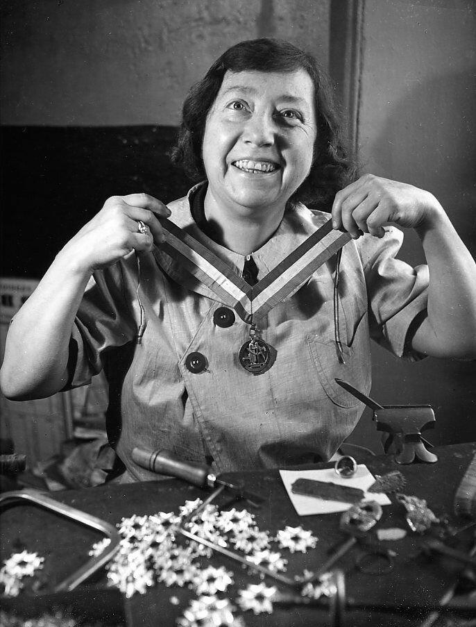 1942. Мадам Тиксье Лемперер, лучшая работница Франции
