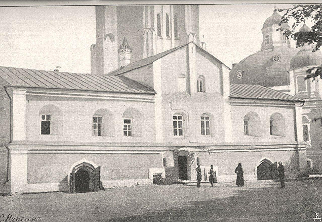 1.Экономский корпус и теплый собор с частью колокольни (с северо-западной стороны)
