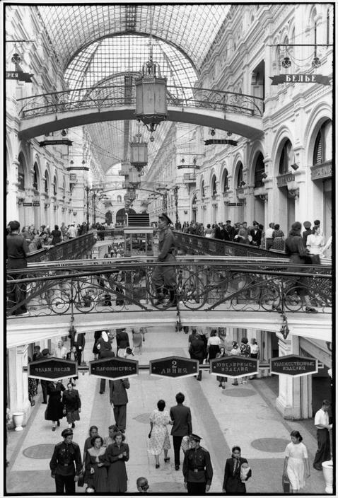 1954. Москва. Общий вид ГУМа