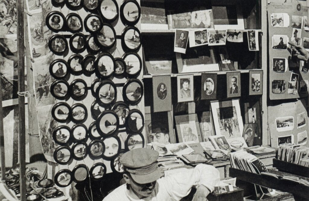 Stand with postcards and prints, photo by Alexander Rodchenko, Moscow, 1929.jpg
