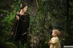 kinopoisk.ru-Maleficent-2365900.jpg