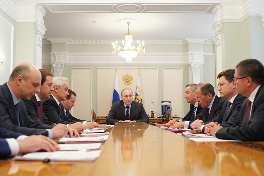 Путин и правительство.png