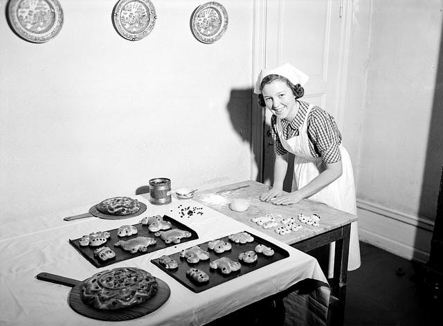 Young woman baking Christmas bread, Bergsbrunna, Uppsala. December 1939, photo by Gunnar Sundgren.