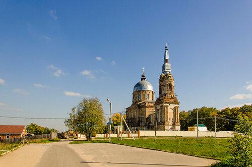 Рай-Семеновское. Вид на храм Спаса Нерукотворного Образа.