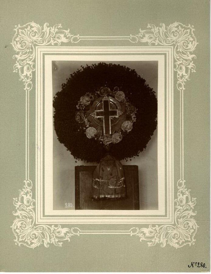 34. Крест окруженный васильками в том виде как его выносят под праздник Воздвижения Креста Господня