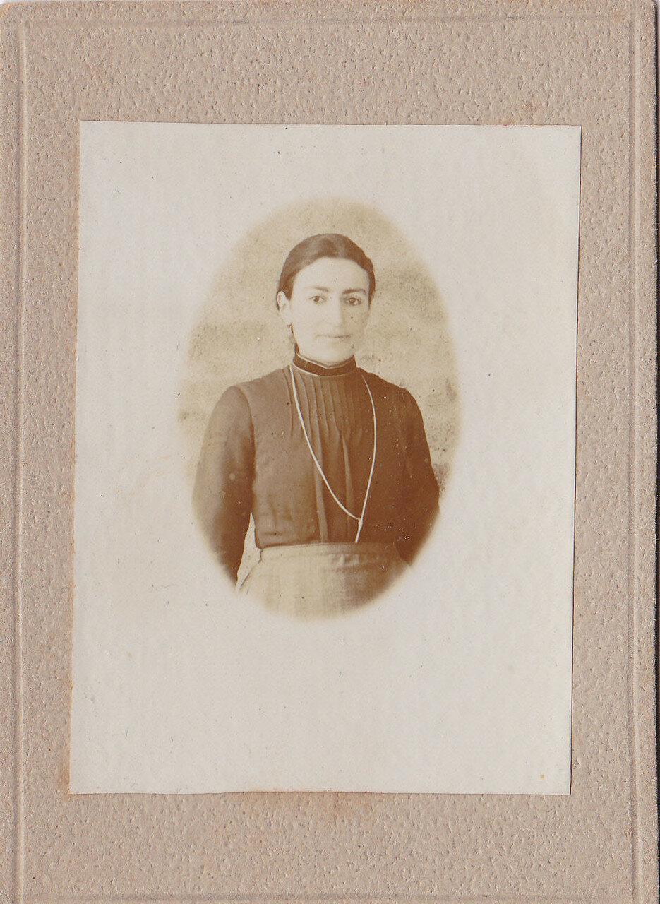 1911. Армянская женщина из Вана