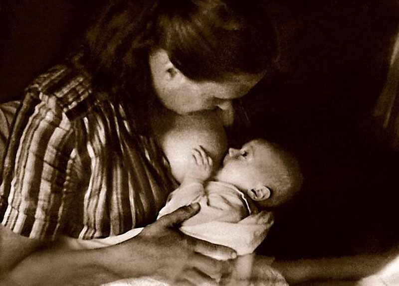 1158 Володя Тихонов с мамой Нонной Мордюковой.jpg