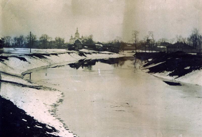 Речка Гаврюшка. Фото В.Г. Маянского (?). 1930-е годы