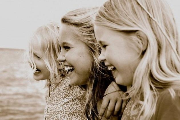 Три красавицы девицы, три волшебные сестрицы.