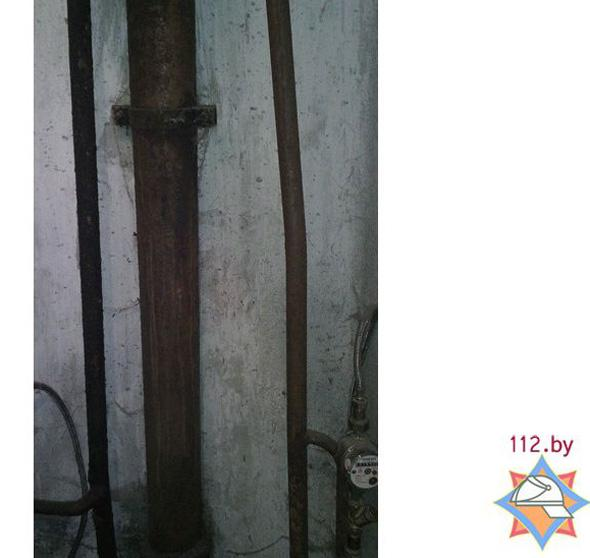 В Воложине мужчина застрял головой между труб