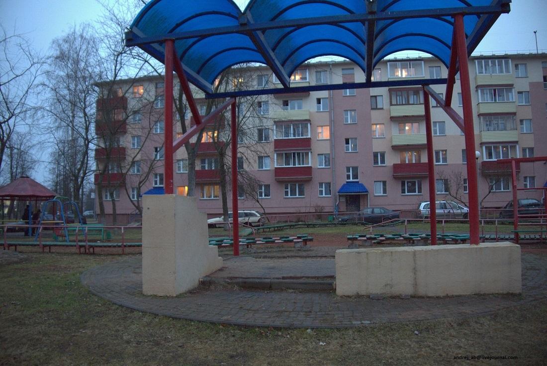 Навес во дворе Новополоцка.
