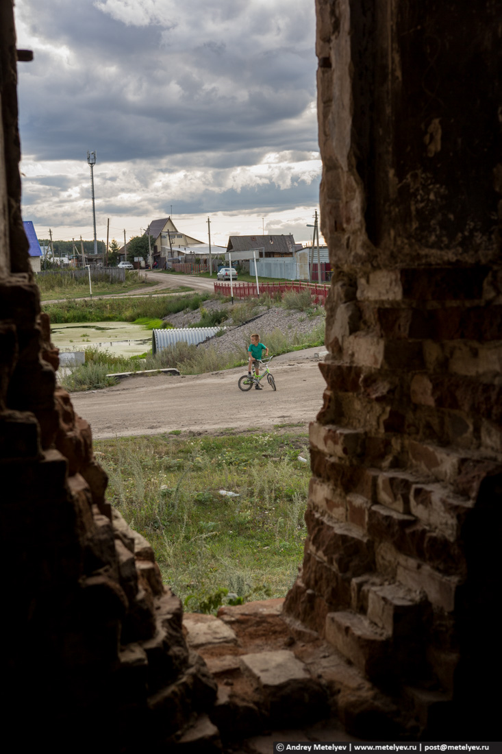 Из окна разрушенного храма