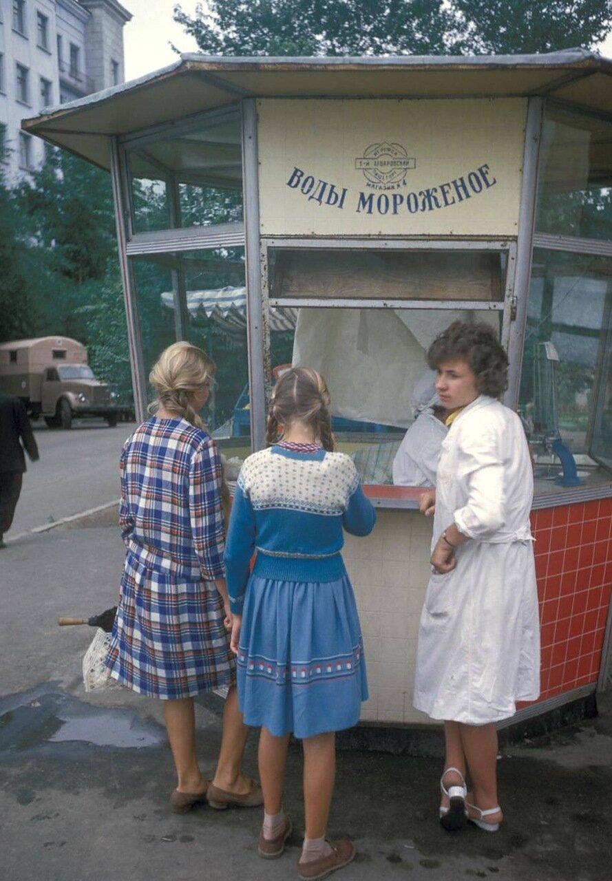 Очередь за мороженым