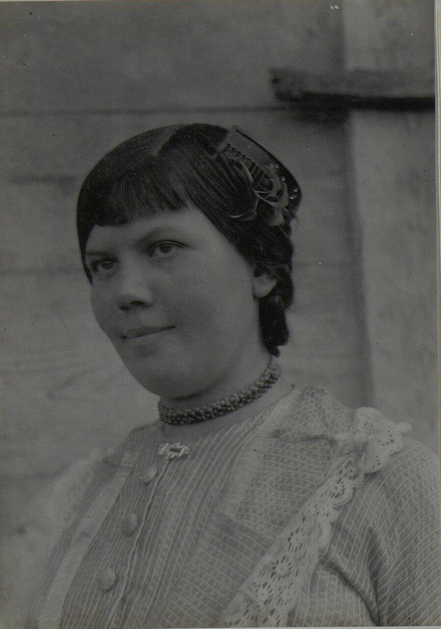 Русская деревенская девушка из Микуличей (Волынская губерния).1918.