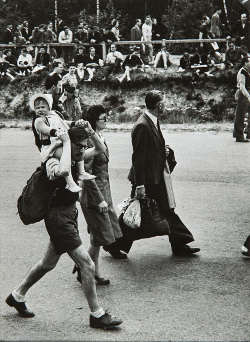 1950. По пути на мероприятие