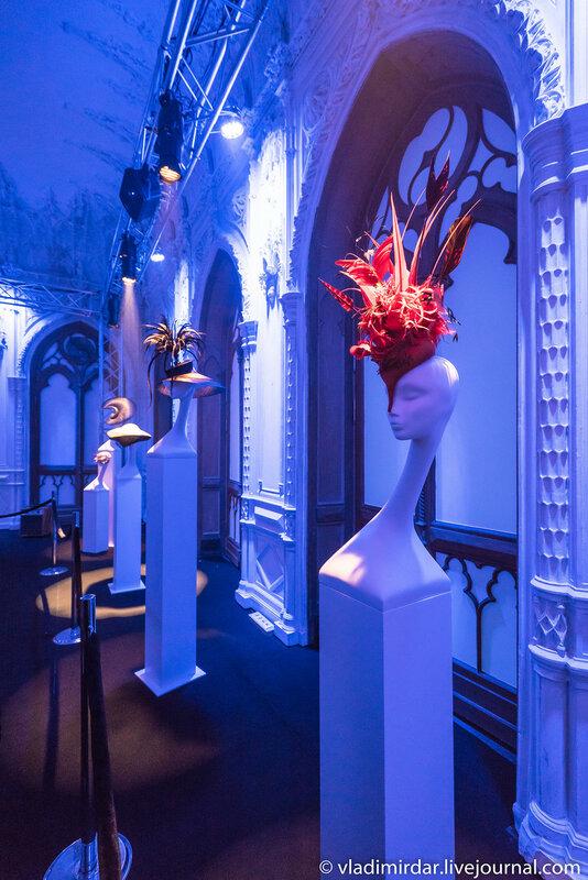 Выставка британского дизайнера-кутюрье Филипа Трейси в Москве в усадьбе Черткова.