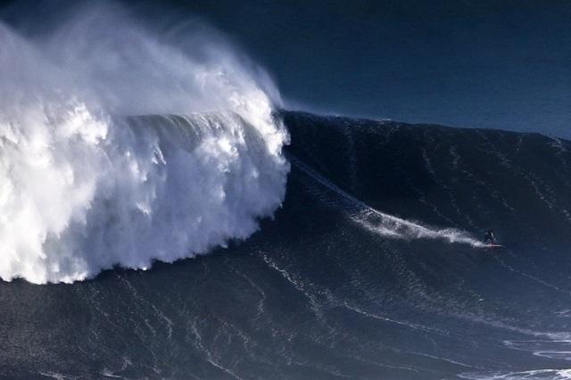 Американский серфер побил рекорд на волне в 30 метров 0 112ac2 1ba00600 orig