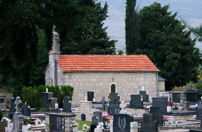 Церковь Св.Иоанна с кладбищем