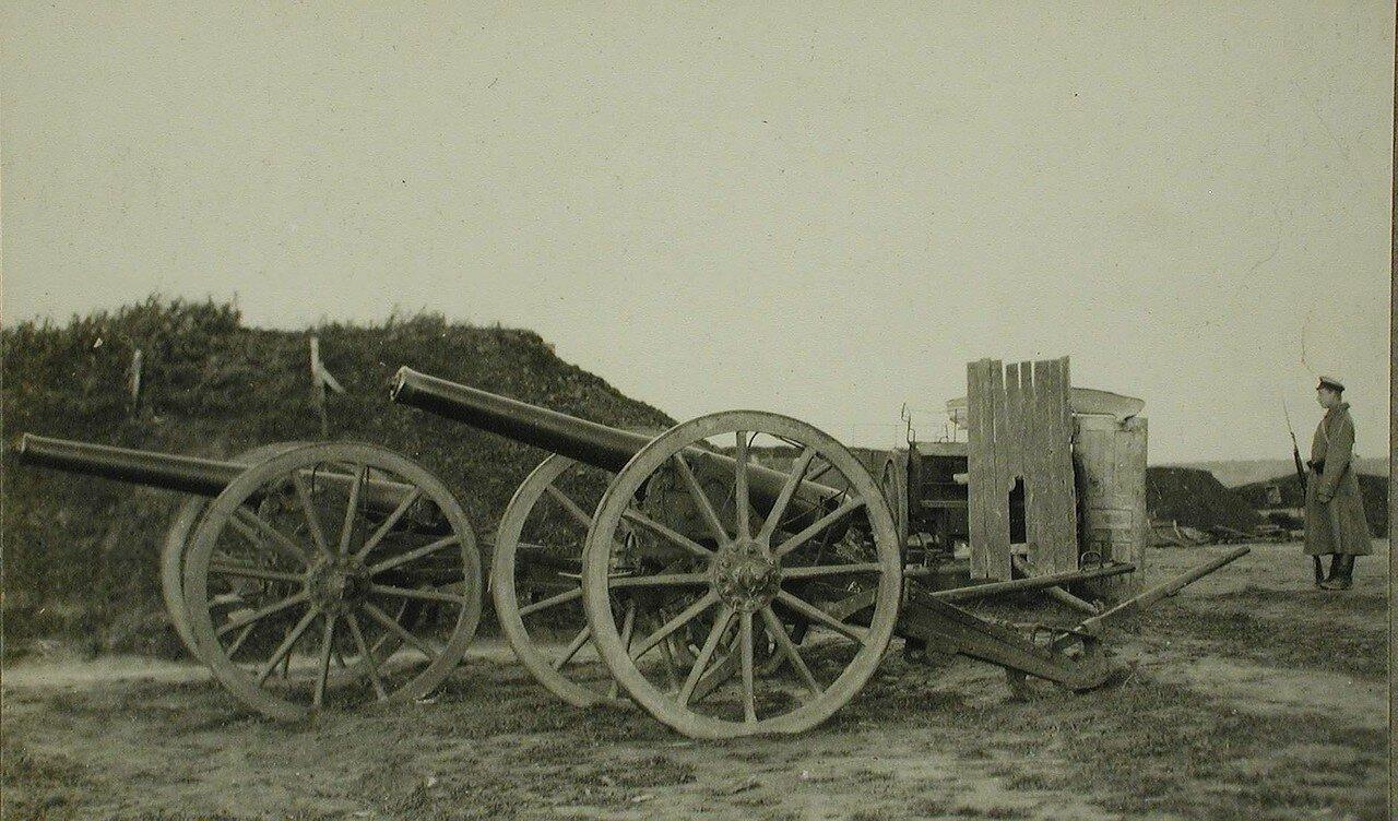 19. Вид части форта, покинутого австрийцами при отступлении;  на переднем плане -  артиллерийские орудия