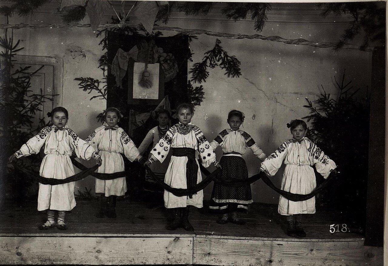 Устилуг. Национальные танцы в украинской школе