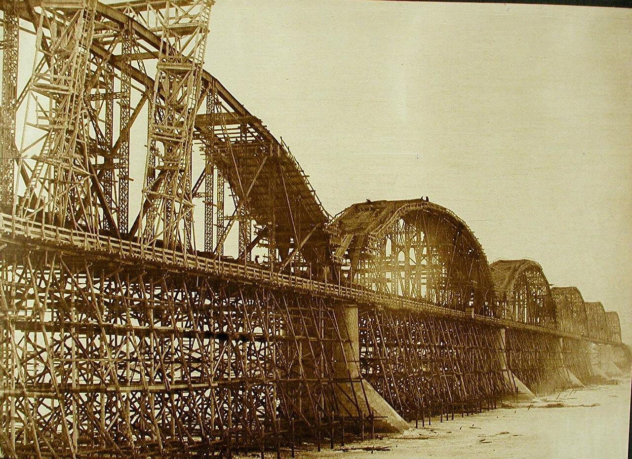 17. Общий вид моста через р.Зею на подмостях (вид со стороны Хабаровска)