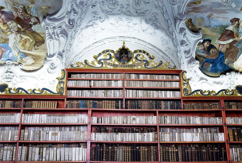 1280px-Strahov_Theological_Hall_Prague_-_7618_resize.jpg