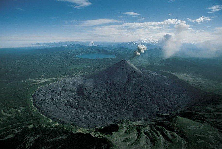 27. Извержение вулкана Карымский на Камчатке.