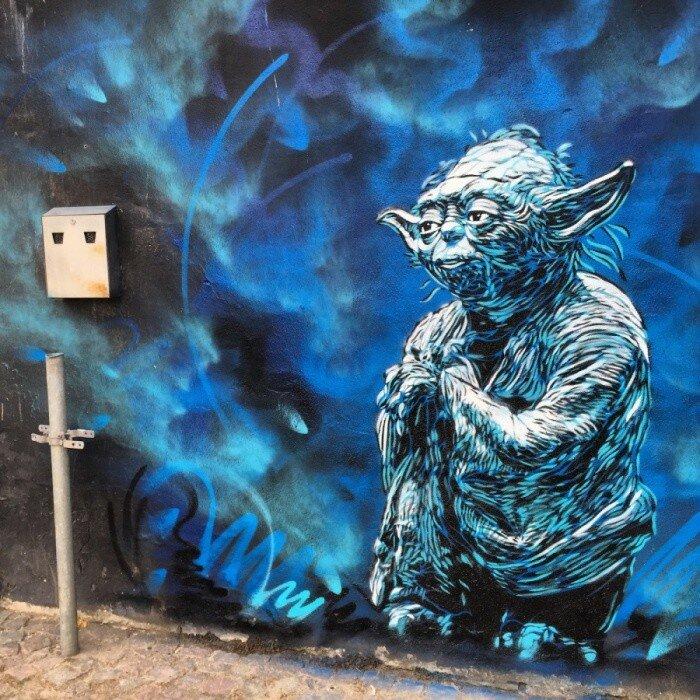 Уличный художник 215.