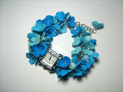 Часы-браслет с цветами из полимерной глины