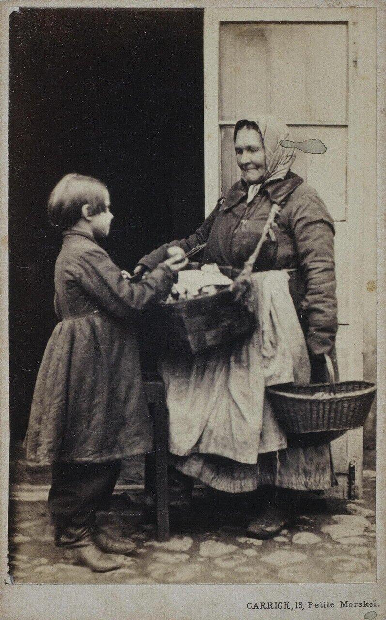Уличная торговка и мальчик-покупатель
