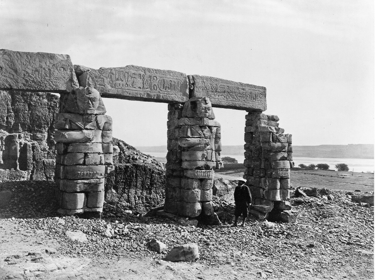 Новая Калабша. Портик храма Герф Хуссейн
