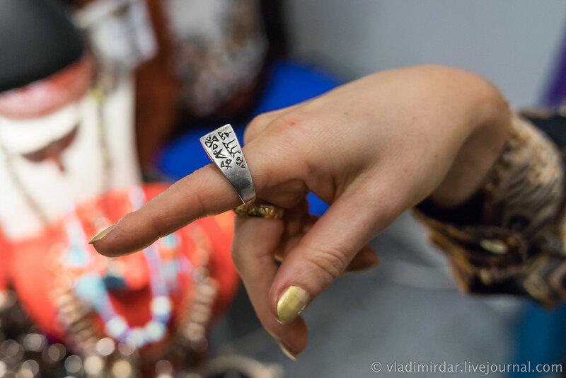 Старое серебряное кольцо с клинописью