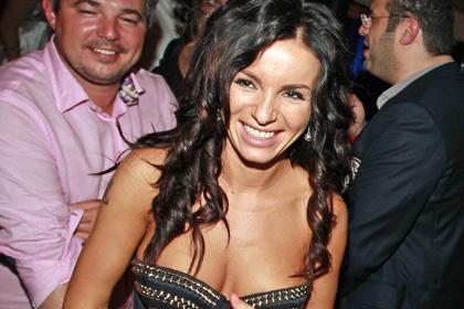Экс-солистка «Тату» будет выплачивать Warner Music больше миллиона рублей