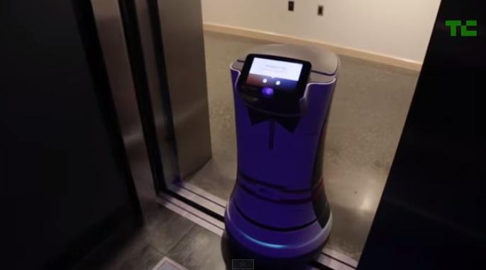 Робот андроид - помощник в отеле