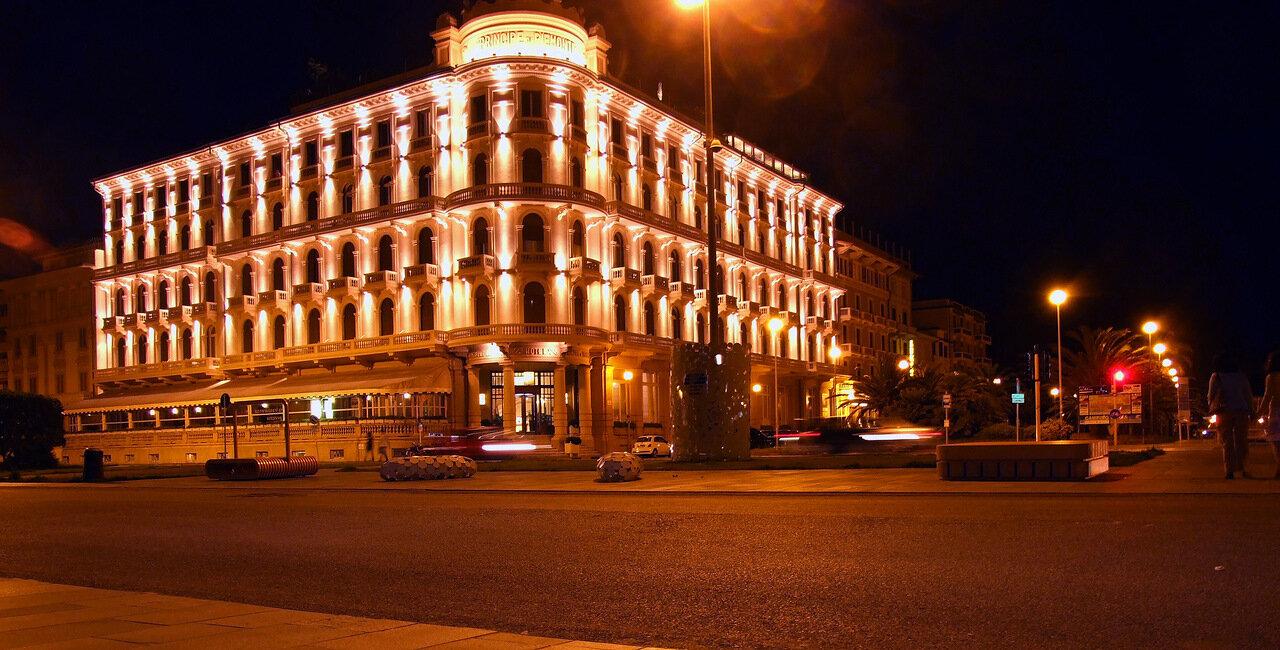 Площадь Джакомо Пучини (Giacomo Puccini) ночью