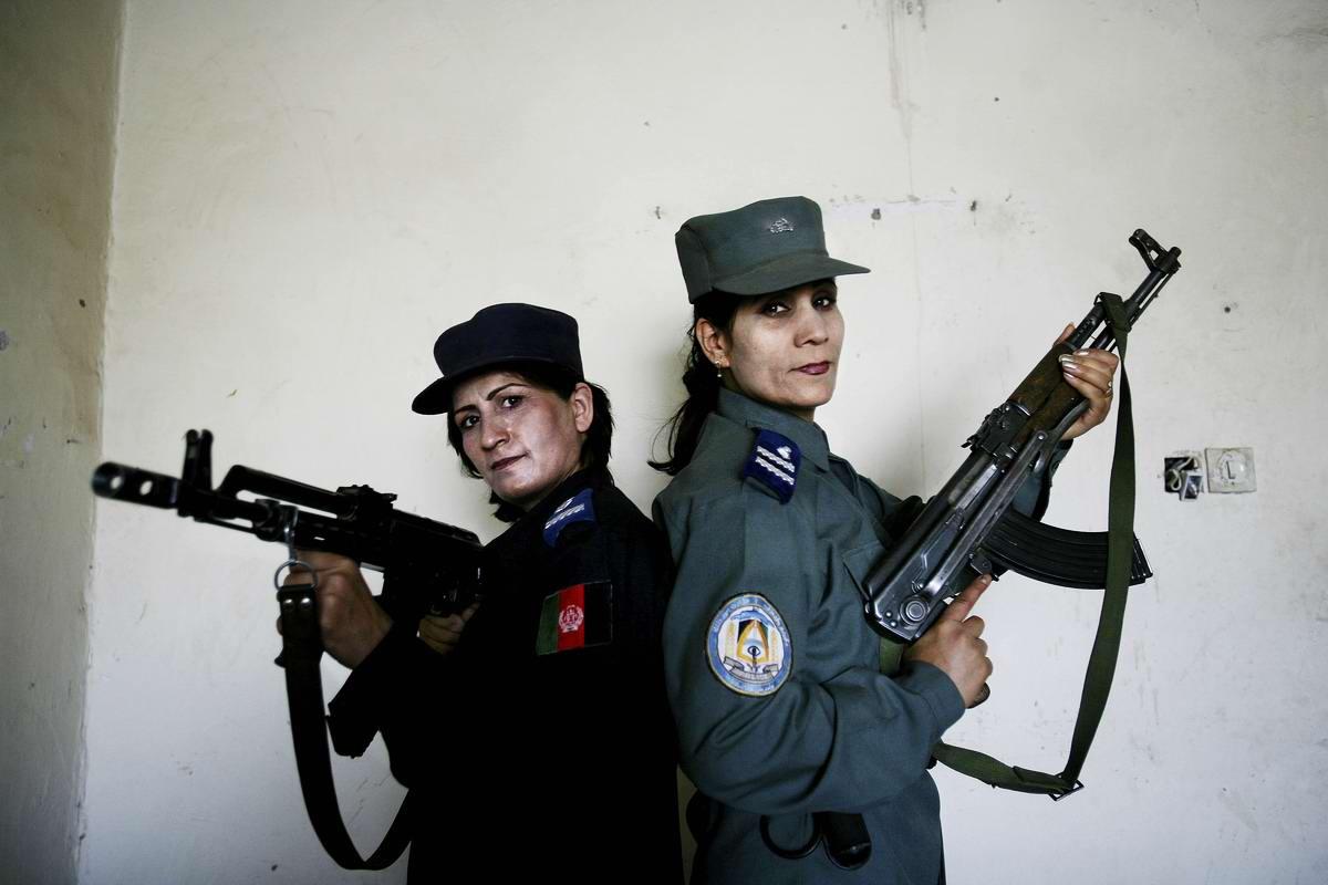 Афганские женщины из спецподразделений МВД Афганистана: картинки из жизни (30)