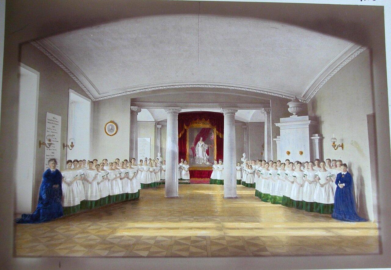 05. Воспитанницы и классные дамы в актовом зале Александровского училища